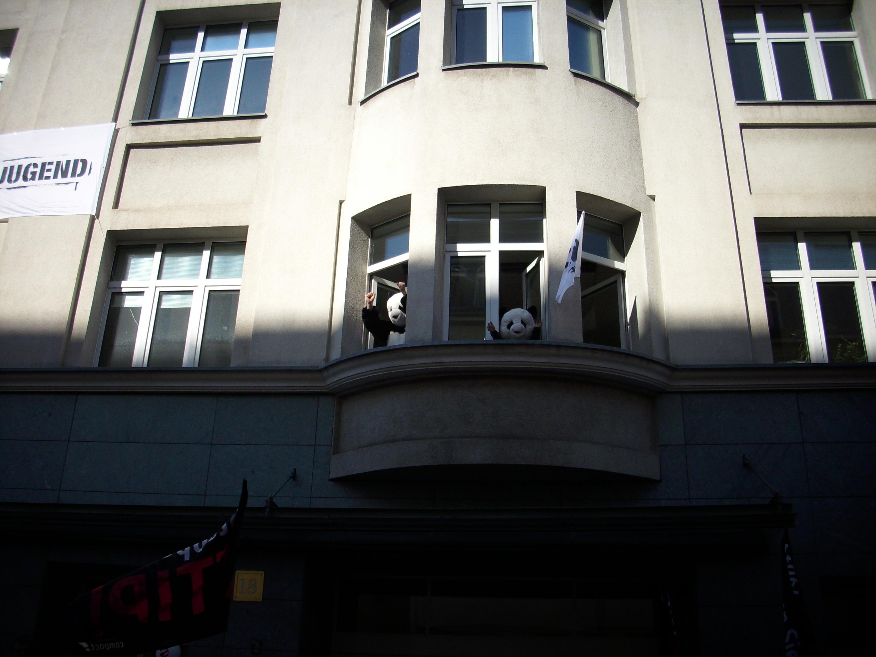 Foto: TTIP-Demo-Berlin-2015-WWF-Panda | skynetblog.de Dieses Werk ist lizenziert unter einer Creative Commons Namensnennung - Nicht-kommerziell - Weitergabe unter gleichen Bedingungen 4.0 International Lizenz.