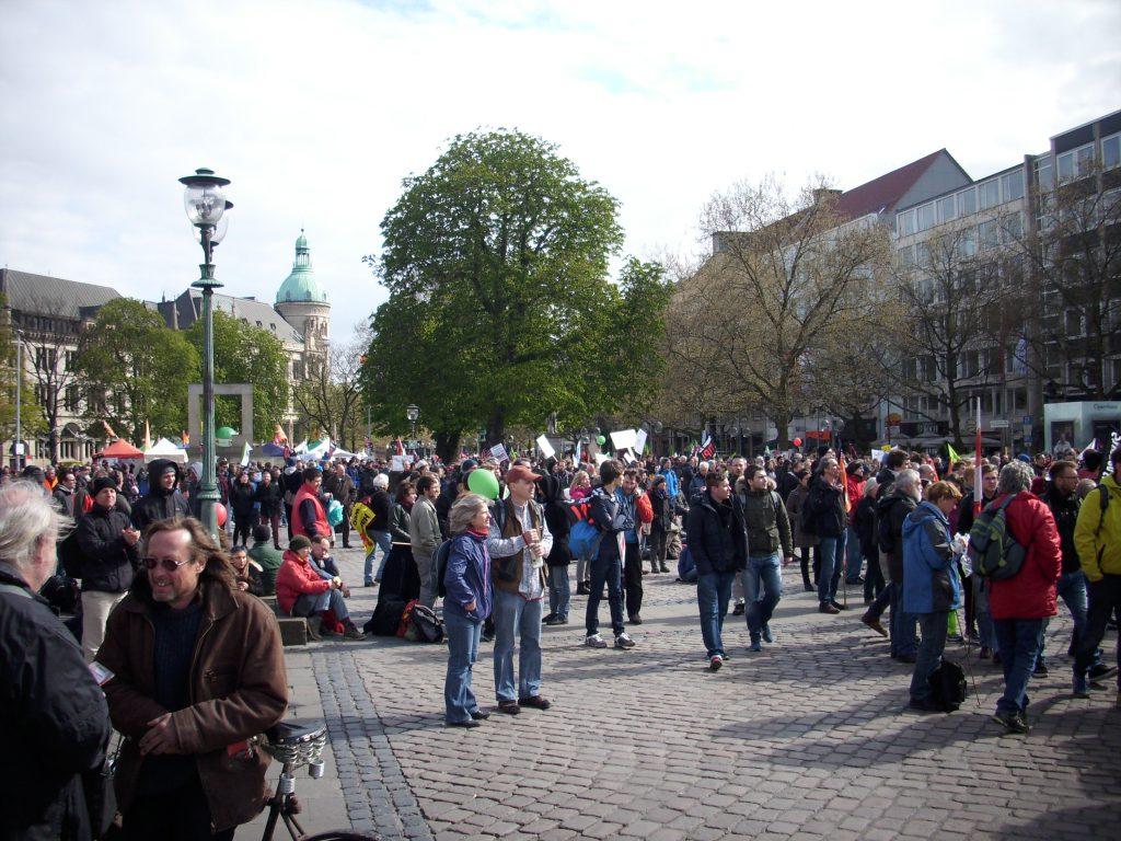 23-04-2016-Hannover-Demo-Menschen auf dem Opernplatz III